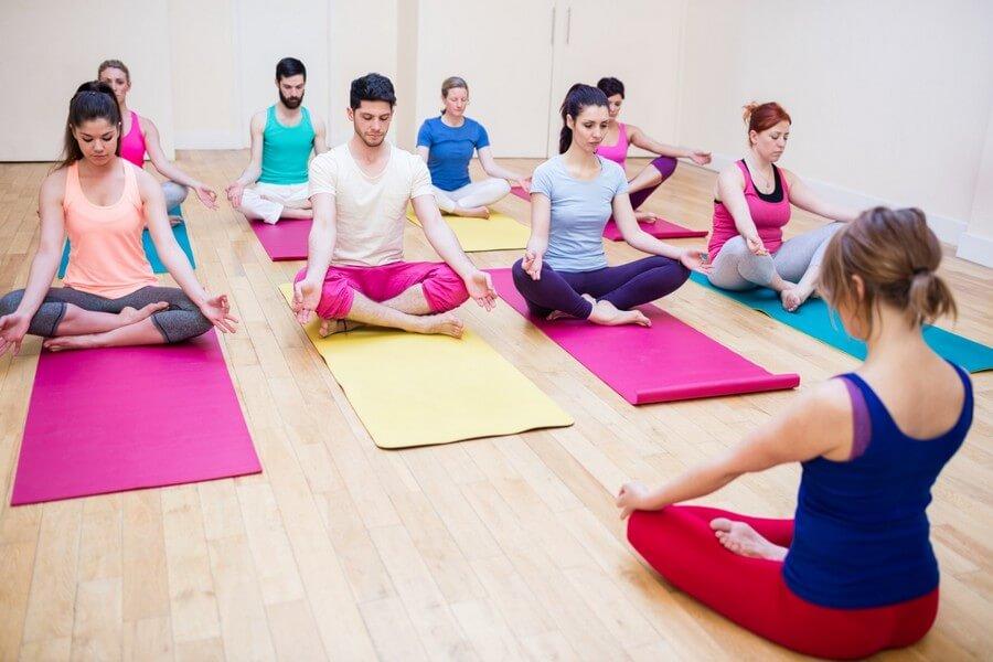 curso deportivo de monitor de yoga